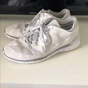Nike Free 5.0 White/Silver Size 7